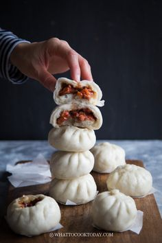 Soft Fluffy Char Siu Bao (Chinese Steamed BBQ Pork Buns)- Juicy and sweet Chinese bbq pork (char siu) is wrapped in soft and pillowy Chinese steamed buns. Chinese Bbq Pork, Chinese Food, Chinese Bun, Asian Pork, Easy Chinese Recipes, Asian Recipes, Pork Recipes, Cooking Recipes, Recipies