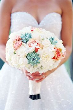 Photography: Caroline Tran; Color Inspiration: Stylish Turquoise and Teal Wedding Ideas - bridal bouquet; Photography: Caroline Tran