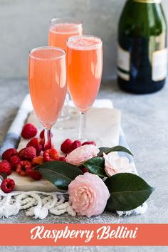 Fresh raspberries, Champagne, a little sugar and lemon juice are all you need for this light and fruity Raspberry Bellini recipe. Perfect for brunch, a wedding shower or an afternoon by the pool. Belini Recipe, Mojito Recipe, Margarita Recipes, Beste Cocktails, Wine Cocktails, Cocktail Recipes, Easy Fruity Cocktails, New Years Cocktails, Cocktail Drinks