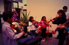 La música también se tomó los espacios ese día...estos pequeños músicos compartieron su arte...