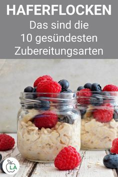 Haferflocken: 10 leckere & gesunde Zubereitungsarten + Rezepte - gesund - Oatmeal has a positive effect on health and can even be eaten while losing weight. Here you will find the 10 healthy preparation methods for oatmeal, including suitable recipes. Easy Dinner Recipes, Breakfast Recipes, Dessert Recipes, Easy Meals, Drink Recipes, Smoothies, Smoothie Recipes, Healthy Foods To Eat, Healthy Snacks