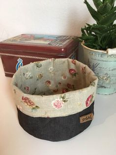 Stofkurv | Sygal Sewing Hacks, Sewing Projects, Fabric Boxes, Cotton Bag, Diy Kitchen, Diy And Crafts, Lunch Box, Basket, Quilts