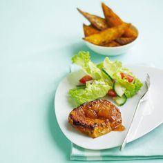 Low cal dinner: Tikka pork chops with Bombay-spiced sweet potato wedges = 375 cal Potato Wedges Recipe, Sweet Potato Wedges, Meat Recipes, Healthy Recipes, Free Recipes, Healthy Food, Low Cal Dinner, Dried Chillies, Turmeric Recipes