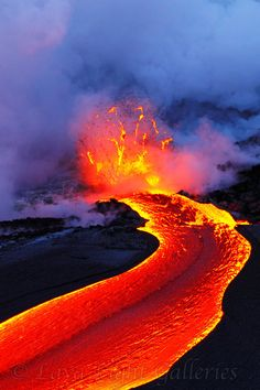 Lava is so intriguing. This pic REALLY zooms in on it! Volcan Eruption, Beautiful World, Beautiful Places, Hawaii Volcano, Lava Flow, Big Island Hawaii, Natural Phenomena, Belleza Natural, Natural Wonders