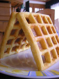 Gluténmentesen is finomat. Sin Gluten, Paleo, Waffles, Breakfast, Food, Glutenfree, Morning Coffee, Gluten Free, Essen