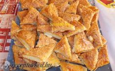 Sajtos-túrós háromszög recept fotóval Salty Snacks, Organic Matter, Spanakopita, Sweet And Salty, Winter Food, High Tea, Crackers, Cornbread, Bacon