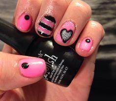 #freehand #nailart #naildesign #nails #pink #heart #glitter #gelish #gelpolish #nailpolish #pinkandblack #fingerpaints