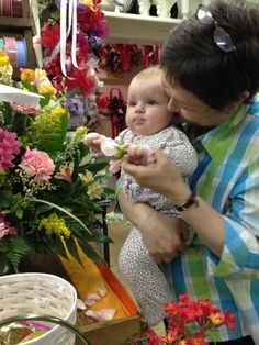 Carolyn helping little Harper make an arrangement for her mom, Sally.