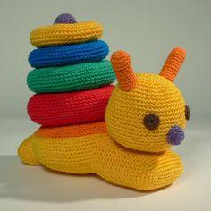 Stapelslak | Simpelhandwerk Crochet Baby Toys, Crochet For Boys, Crochet Animals, Crochet Bunny Pattern, Crochet Patterns Amigurumi, Baby Boy Knitting Patterns, Baby Knitting, Crochet Projects To Sell, Montessori Baby Toys