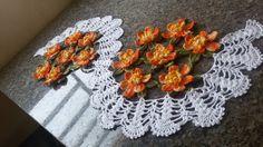 Caminho td feito com a linha Dunna 100% algodão <br>Flores delicadas e feiras uma a uma para você <br>Favo na cor de sua preferência <br>Tam aprox 1.10