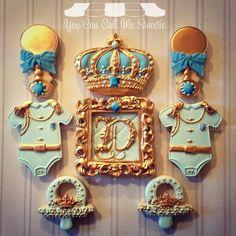 Biscoitos decorados para chá de bebê de um príncipe