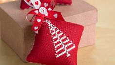 How to make cross-stitch christmas decorations