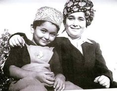 Rishi Kapoor and Randhir Kapoor Bollywood Images, Vintage Bollywood, Indian Bollywood, Bollywood Stars, Bollywood News, Bollywood Actress, Bollywood Party, Rare Pictures, Historical Pictures