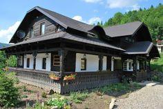 decorette-pensiune-deosebita-casa-taraneasca-restaurata The Beautiful Country, Beautiful Homes, Wooden House, Traditional House, Cabana, Gazebo, Architecture Design, Sweet Home, Cottage