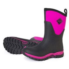Muck Boots Women's Arctic Sport II Mid Pink delivers the same warm and comfortable performance features of the Arctic Sport II Tall in a shorter boot that's even easier to get on and off.