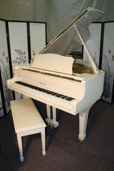 Used Pianos For Sale, Piano For Sale, Music Guitar, Violin, White Piano, Music Studio Room, Music Machine, Baby Grand Pianos, Free Piano