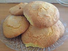 I Savoiardi sono biscotti che hanno la consistenza del Pan di Spagna. Oltre che essere ideali per essere inzuppati nel latte, possono essere utilizzati come base per molte altre preparazioni tra cui il famoso Tiramisù