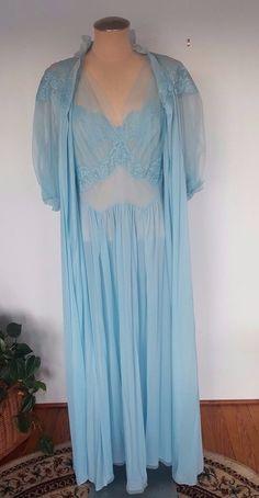 0fb5b3f15 Vintage Vanity Fair Peignor Set Robe Nightgown Blue  VanityFair