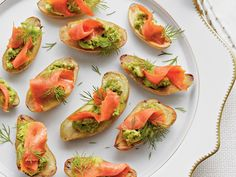 Potato halves serve as the base of savory Fingerling Potatoes with Avocado and Smoked Salmon appetizers. appetizers that travel well Fingerling Potatoes with Avocado and Smoked Salmon Potato Appetizers, Finger Food Appetizers, Healthy Appetizers, Appetizers For Party, Finger Foods, Appetizer Recipes, Healthy Snacks, Healthiest Snacks, Gourmet