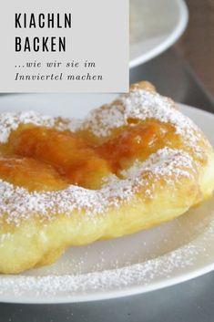 Kiacheln sind eine typische Spezialität im Innviertel #rezepte #mehlspeise #schmalzgebackenes Sauerkraut, French Toast, Pudding, Breakfast, Desserts, Food, Clarified Butter, Schnapps, Dessert Ideas