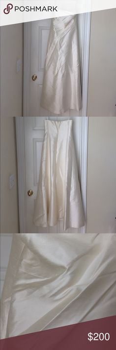 """Ivory Ralph Lauren strapless wedding dress Ralph Lauren wedding dress • Ivory • strapless • 100% silk shantung • Sz 10 • bust 19"""" • 49"""" long in back • 50"""" long from armpit to hem • excellent used condition • fast same/next day shipping • BUY IT NOW!!! Ralph Lauren Dresses Wedding"""
