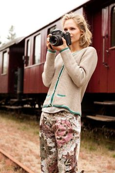 Container colored pants