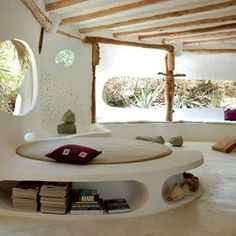 cobb interior round house...not fan of modern look but like idea