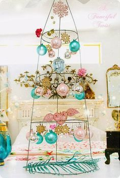 Tomato cage - awesome idea for any hanging items. Use tomato cages for centerpieces for parties, and to decorate for other holidays too. Noel Christmas, All Things Christmas, Vintage Christmas, Christmas Ornaments, Xmas Baubles, Nativity Ornaments, Painted Ornaments, Vintage Ornaments, Hanging Ornaments