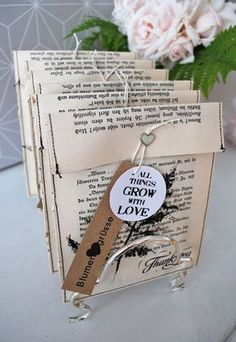 Envelopes with plant printing (mamas kram) Plant print envelopes Source by katzenmarlies Diy Paper, Paper Art, Pochette Diy, Book Page Crafts, Seed Paper, Newspaper Crafts, Old Book Pages, Scrapbook Embellishments, Book Projects