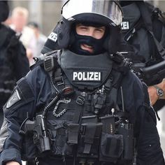 SEK Saturday - Happiness #facitomniavoluntas #sek #police #spezialeinsatzkommando #specialunit #polizei #specialforces #knights #knight #spezialeinheit #scar #operator #hecklerandkoch #hecklerundkoch #mp5 #mp7