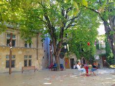 Cadre très agréable pour se désaltérer à l'ombre à Saint-Rémy-de-Provence in PACA #chill #fun #weekend #france #travel