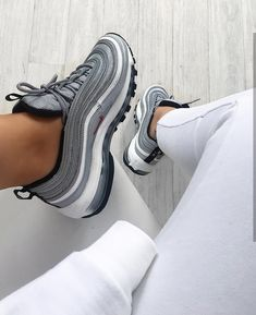 Nike Air Max 97 in grau/white/red // Foto: nawellleee |Instagram