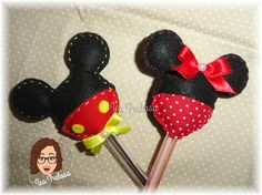 Ponteiras para lápis ou caneta Minnie e Mickey Mouse.  Feitos à mão em feltro.  Ideal para distribuir como lembranças aos convidados nas festas infantis, chá de bebê, lembrança de maternidade, etc...