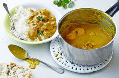 This rich korma sauce is packed full of flavour and is made without any dairy. This flavourful alternative is made with coconut milk and raw almonds giving this curry the same creamy texture. | Tesco