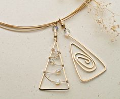 DIY Jewelry Trends, Techniques and Tutorials - new season bijouterie I Love Jewelry, Metal Jewelry, Pendant Jewelry, Beaded Jewelry, Handmade Jewelry, Jewelry Design, Jewelry Making, Baby Jewelry, Delicate Jewelry