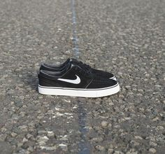 3e4a0ae6caa8 The Nike SB Stefan Janoski trainer comes in a slick black and white  colourway for the