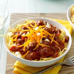 Every time we had a gathering or company, folks would request my cincinnati chili. My husband convinced me to enter it in a local chili contest, and I won third place! It's quick and easy. If I don't have fresh garlic, I use minced garlic in the jar. Slow Cooker Chili, Slow Cooker Recipes, Crockpot Recipes, Cooking Recipes, Cooking Chili, Cooking Bacon, Cooking Tips, Chili Recipes, Soup Recipes