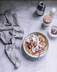 Pumpkin Pie Oatmeal with Coconut Whip Cream Peach Smoothie Recipes, Lassi Recipes, Smoothies, Breakfast Crockpot Recipes, Vegetarian Breakfast Recipes, Pumpkin Pie Oatmeal, Local Milk, Coconut Whipped Cream, Brunch