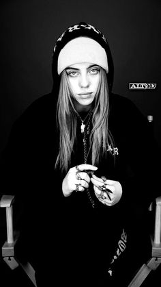 Celebs How much is Billie Eilish Worth ? Billie Eilish, Chica Cool, Matilda, Aesthetic Wallpapers, Music Artists, My Idol, Beautiful People, Beautiful Women, Beautiful Pictures