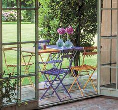 "ESTATE ALL'APERTO: tavoli e sedie della linea ""Emu Arc En Ciel 3513"""