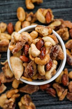 Sugar Free Caramelised Nuts- A sugar free caramelised nut recipe which takes less than 10 minutes and is gluten free, paleo and diabetic friendly!