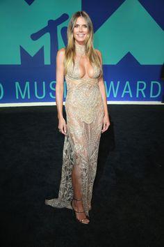 Heidi Klum from MTV Video Music Awards Red Carpet Arrivals - Hair & Makeup - Heidi Klum, Celebrity Beauty, Celebrity Style, Mtv Videos, Red Carpet Gowns, Hollywood Celebrities, Beautiful Celebrities, Mannequins, Sexy Dresses