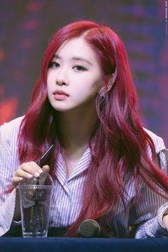 Kim Jennie, South Korean Girls, Korean Girl Groups, Blackpink Members, Blackpink Photos, Rose Park, Blackpink Fashion, Golden Hair, Park Chaeyoung