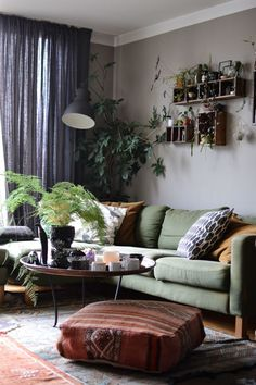 Boho living room : Restyle your living room with Bemz covers for IKEA sofas. Here are three different looks of the same room and sofa. Living Room Green, Boho Living Room, Living Room Sofa, Living Room Interior, Apartment Living, Ikea Living Room Furniture, Ikea Sofas, Deco Studio, Living Room Inspiration