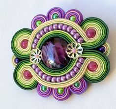 wow, what a great color combo. Soutache Bracelet, Soutache Pendant, Soutache Jewelry, Beaded Jewelry, Brooches Handmade, Handmade Necklaces, Passementerie, Beaded Brooch, Polymer Clay Charms