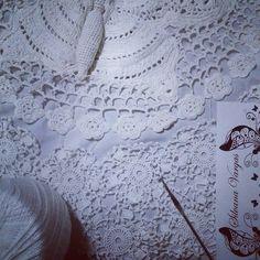 Irish crochet white cardigan I´m working on! Cardigan em crochet irlandês que estou trabalhando no momento.