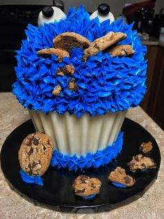 Giant Cookie Monster Cupcake