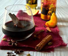 Глинтвейн — это вино с пряностями и со специями, подогретое до определенной температуры. Этот напиток просто незаменим в холодные зимы.