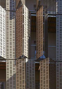 Social-housing units, offices and shops in Le Marais area, Paris / Atelier du Pont - Architecture Lab Building Skin, Building Facade, Facade Architecture, Contemporary Architecture, Facade Pattern, Casa Patio, Solar Shades, Social Housing, Arched Windows