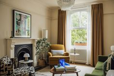 A Private View: risk-taking and respectful decorating in the clever refurb of a Victorian flat Living Area, Living Spaces, Oval Room Blue, Oak Worktops, Cosy Corner, Painted Front Doors, London Apartment, Interior Design Business, Town And Country